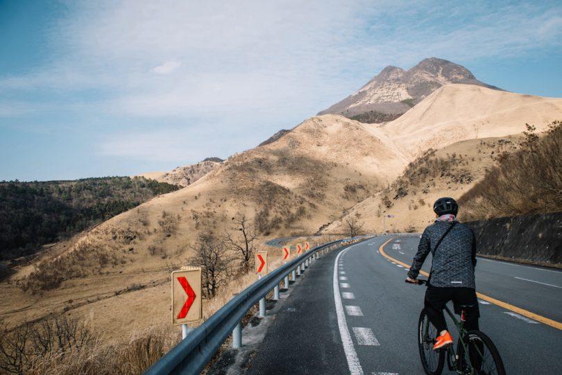 日本百名道100選に選ばれたやまなみハイウェイを自転車で走りぬける